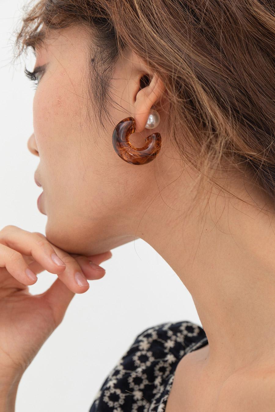TAPIO EARRING - TORTOISE SHELL